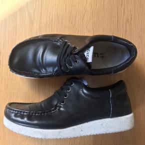 Fede sko fra Nature. Næsten ikke brugt, de står bare inde i skabet!