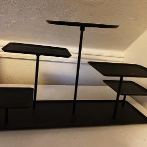 Super fin metal-opbevarings dekoration. Den kan samles på forskellige måder og sælges da den ikke bliver brugt.  Kom med et bud:)