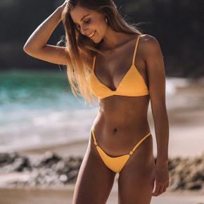Helt ny bikini fra Bright Swimwear, str M (Kan også bruges af S)  - Nypris: 769kr   Mp: BYD❤️  - ALDRIG brugt før, kun prøvet en gang  - Stropperne kan justeres både i toppen og i underdele   - Sælger da den er for lille  - Ryge- og dyrefrit hjem  Kom med bud☺️