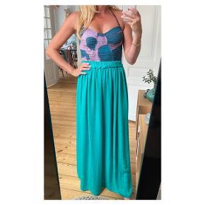 Smukkeste maxi gulvlang nederdel  Se også mine andre annoncer eller følg mig på Instagram @2nd_love_preowned_fashion