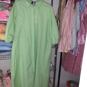 Sælger denne smukke kjole fra Résumé - aldrig brugt!