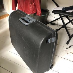 Kuffert fra Columbus med kodelås. Fejler ingenting. Åben for bud!