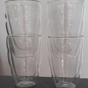 """Glaskrus med dobbelt væg, så man kan holde uden at brænde sig.  Købte 6, 4 tilbage.  I bunden står der """"melior"""""""