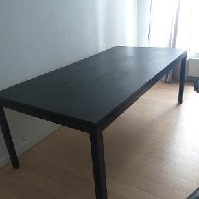 Fint mahognibord fra Søborg møbelfabrik, som jeg selv har malet sort.måler 200 i længden, 100 i bredden og er 73 høj.