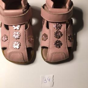 Sandaler str 24 100.-
