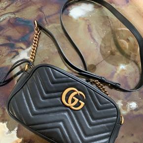Fin taske fra Gucci. Alt medfølger. Næsten ikke brugt.  Nypris. Lige omkring 8000