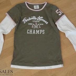 Langærmet bluse fra Logg (H&M). Næsten ikke brugt. 70 kr. eller kom med bud  T-Shirt / Bluse Farve: hvid/grøn Oprindelig købspris: 149 kr.