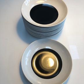 IKEA, dybe tallerkener. 12 stk Ingen skår.  Har også kopper i samme sæt  Sendes ikke, Sønderris