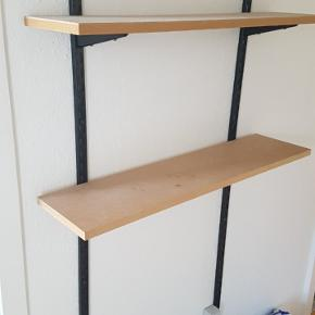 Ikea garderobe hylder.. 2 vægbeslag og 2 hylder