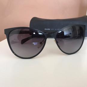 Flotteste solbriller i pæneste stand fra mac by mac Jacobs. Kun brugt en enkel sommer og er ellers helt som nye. Modtager gerne bud!💞