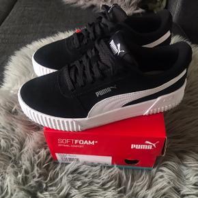 Sælger de her super lækre PUMA sneakers 💖💗👟 modellen hedder SoftFoam+, de er i størrelse 38 og 24cm ... de er sprit nye, jeg købt dem igår💗 har kun haft dem på i få timer efter mit køb, og sælges da de ikke lige er mig alligevel.