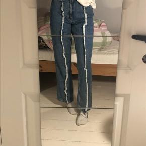 Mørkeblå jeans fra monki