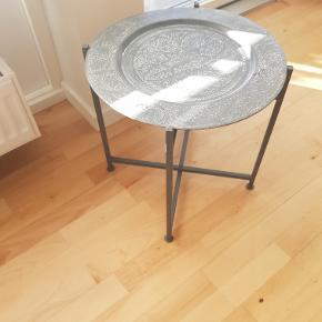 Super flot marokkansk bord, måler 40 x 40. Kom med et bud.