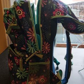 Smart jeva skoletaske med gymnastiktaske Brugt af 1 barn fra 0.kl til 2. Kl.  Brugt men intakt Giv et friskt bud Afhentes i Hjørring