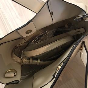 ZARA håndtaske, lys beige, brugt men stadig som ny
