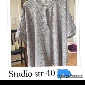 Studio bluse str 40, som ny. Pris 45 kr pp med dao