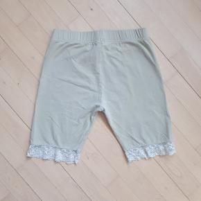 Måler ca 68 cm i talje omkreds og 21 cm i længden, målt fra indersømmen på buksebenet.  Kan hentes i Roskilde eller sendes med DAO mod betaling af fragt.  #30dayssellout
