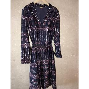 4013adb9 Jeg overvejer at sælge min smukke vintagekjole købt i Amsterdam. Virkelig  fin unik retro sag