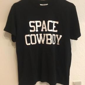 Fed Ganni Space Cowboy t-shirt i str. L. 100% bomuld.