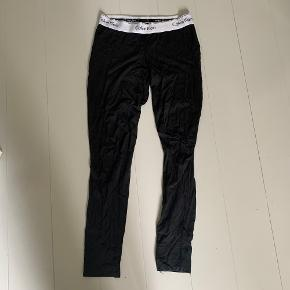 Dejlige natbukser/joggingbukser fra Calvin Klein.