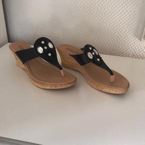 Læder sandaler. Meget lette og ha på. Kun prøvet på 1 gang
