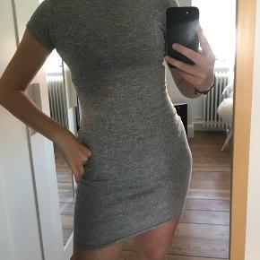 Super fin kjole fra Sparkz str. s/m Skriv for mere info eller flere billeder, mængde rabat gives🤍