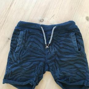 Brand: Tumble n' dry Varetype: Shorts Farve: Petrol  Lækker shorts. I den bedste ende af gmb. Ingen huller pletter ell lign. Fra røg og dyrefrit hjem