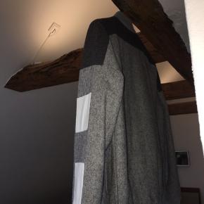 Super fed Han Kjøbenhavn jakke, dog en anelse for lille til mig og derfor knap nok blevet brugt. Skal af med den, så kom med bud!