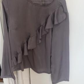 Bluse fra Na-kd, den er aldrig brugt.