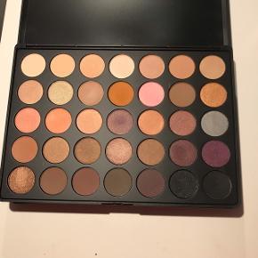 Sælger denne øjenskygge palette fra Morphe i farven 35W Nypris: 269 kr