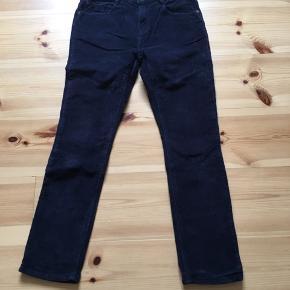 Et par lækre fløjlsbukser fra Zara  Zara Bukser Fløjls Bløde Mørkeblå  Køber betaler fragt