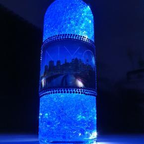 LED Lampe Du kan sætte et personligt præg på dit hjem og skabe hygge og liv i din boligindretning. LED flaske med 1 batteri: 1.5V AA