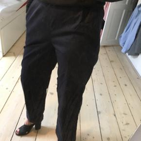 COS bukser brugt 1 gang, meget lækker kvalitet og sidder godt. Nypris 750kr.