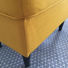 STRANDMON taburet fra IKEA sælges. Aldrig brugt.  Mål Bredde: 60 cm Dybde: 40 cm Højde: 44 cm  OBS Sendes ikke og skal hentes af køber. Betales via Mobile Pay ved afhentning.