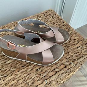 Smukke sandaler fra Genuins brugt 2-3 gange