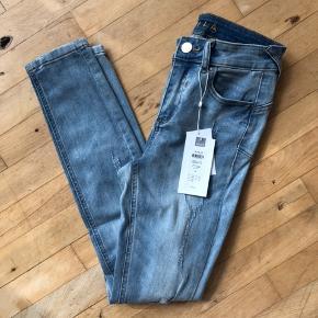 Ankel-jeans fra Vila. Nypris 350 kr - kom med et bud :)  Sendes med Dao