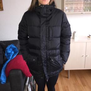 Everest jakke i str. XXS  • er 168 høj • aldrig brugt  Købt for 650,-  Åben for bud