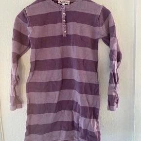 Kodomo kjole 122-128  -fast pris -køb 4 annoncer og den billigste er gratis - kan afhentes på Mimersgade 111 - sender gerne hvis du betaler Porto - mødes ikke andre steder - bytter ikke
