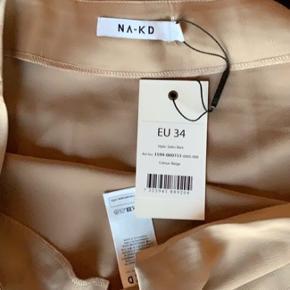 Na-kd nederdel, aldrig brugt - stadig med prismærke  🤎🤎