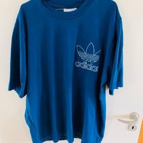 Aldrig brugt  Sælges grundet flytning  Adidas bluse