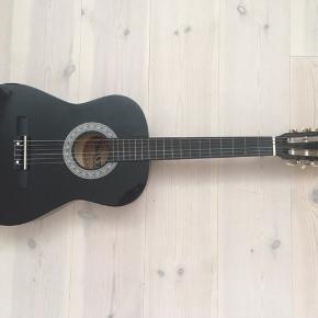 Jeg sælger min sorte junior guitar Spansk/klassisk guitar,  model SA-CJ36-BK, SANT GUITAR