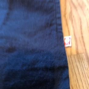 Lækre bukser der aldrig er blevet brugt og nu er og små. De trænger til at blive Strøget men er ellers som ny