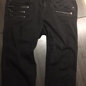 Mos Mosh jeans sort m/sølv lynlåse str 26 Næsten som nye 98% bomuld  2% elasthan