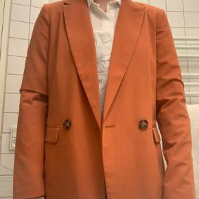 Pieces blazer (str S) Mp 200 kr (køber betaler fragt)