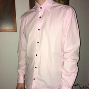 Helt ny skjorte fra Vannucci, modern fit. Nypris 400 kr.