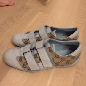 Jeg sælger de her sprøde dame sko. De er ikke brugt særlig meget, men er lidt beskidte, skriv pb hvis du er intra.