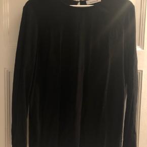 Sort enkel langærmet trøje fra samsøe.