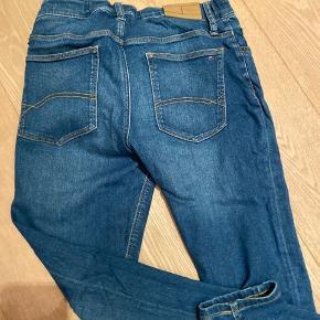 Tommy Hilfiger jeans Cond: 8 Nypris: kan ikke helt huske men omkring 500 Byd gerne