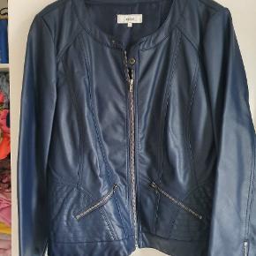 Super flot jakke i fake skind ( ikke ægte skind).