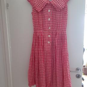 Vintage kjole fra 1950'erne. Købt i Vintage forretning i New York  I perfekt stand uden pletter eller huller.  100% bomuld